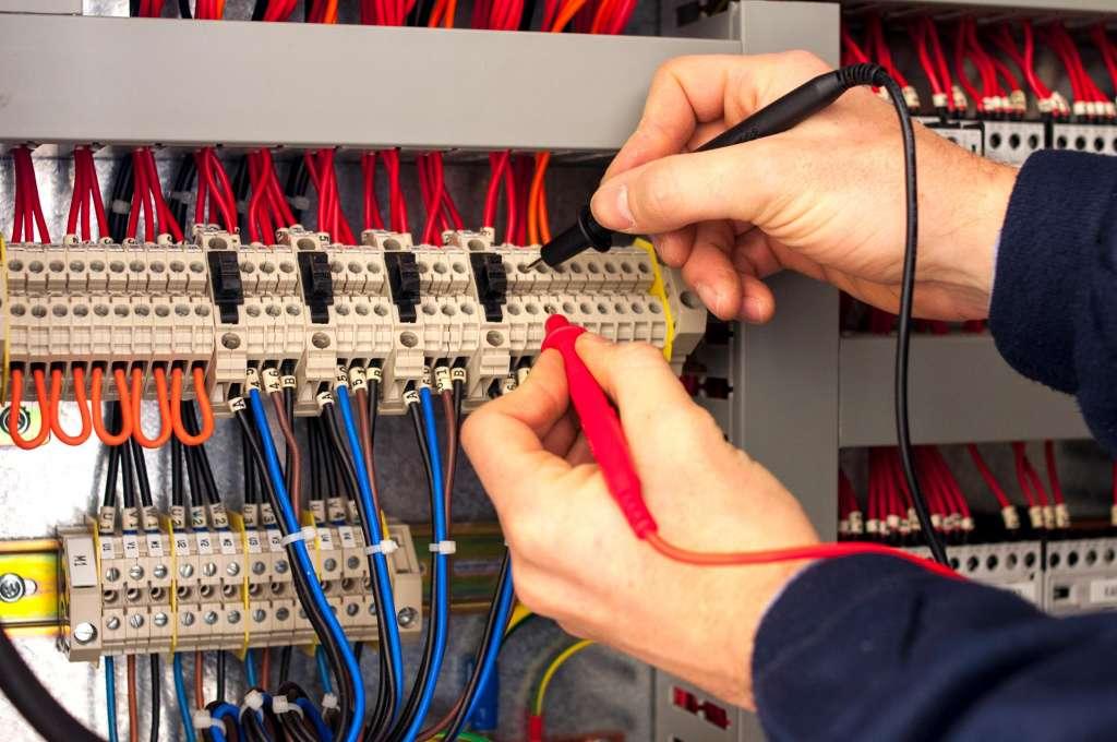verifica manutenzione impianti elettrici tecno security oristano